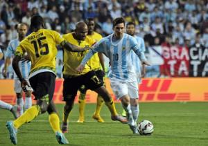 argluisacosta 300x211 Argentina Juara Grup B Setelah Menang Tipis 1 0 Atas Jamaika
