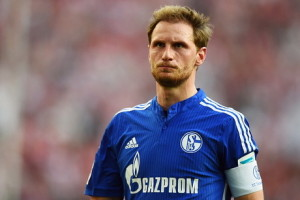 benediktgetty 300x200 Hoewedes Bertahan Di Schalke, Tolak Arsenal dan Milan