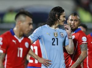 cile uruguay kesulitan bikin gol QTbfJ796Q6 300x223 Cile Uruguay Kesulitan Bikin Gol