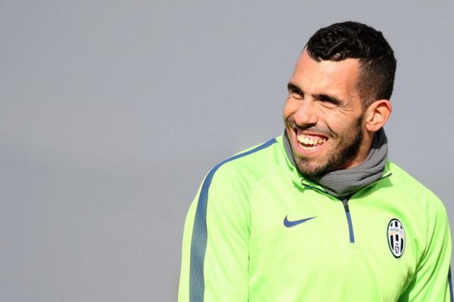 Juventus Mendesak-desak Tevez
