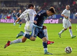 uruguay paksakan permainan keras p5eynXgdwV 300x218 Uruguay Paksakan Permainan Keras
