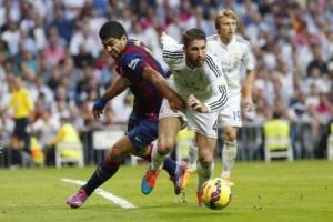 B0z8LR IEAAyWeg 300x200 Barcelona : Suarez Sebut Ramos sebagai Lawan Terberatnya
